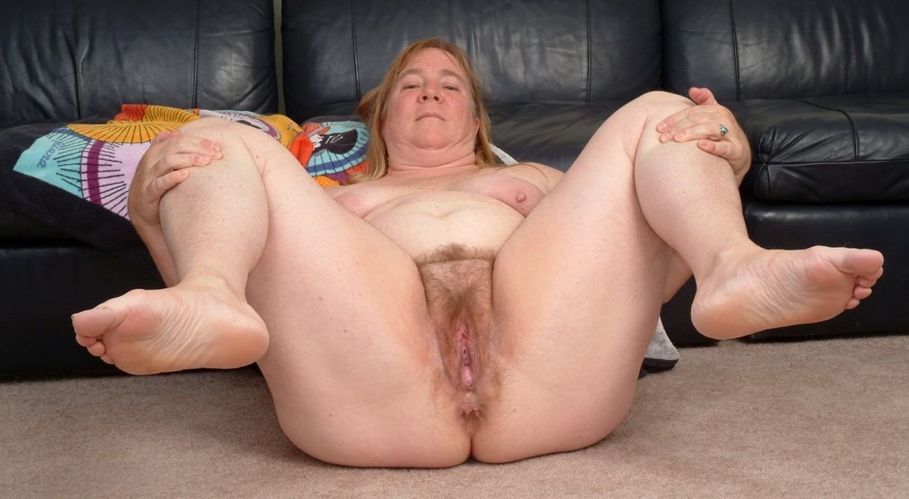 Fat Woman Shows Off Herr Big Ass And Shaved Pussy, Free Porn