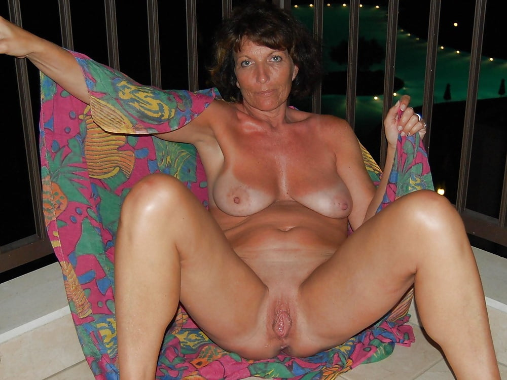 two-amatuer-mature-women-pictures-women-only-art