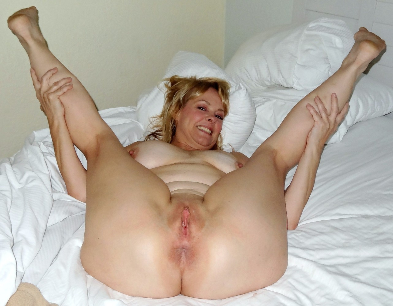 Naked Mature Pussy Spread