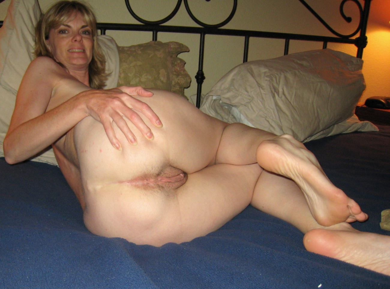 Nude mature wife out side