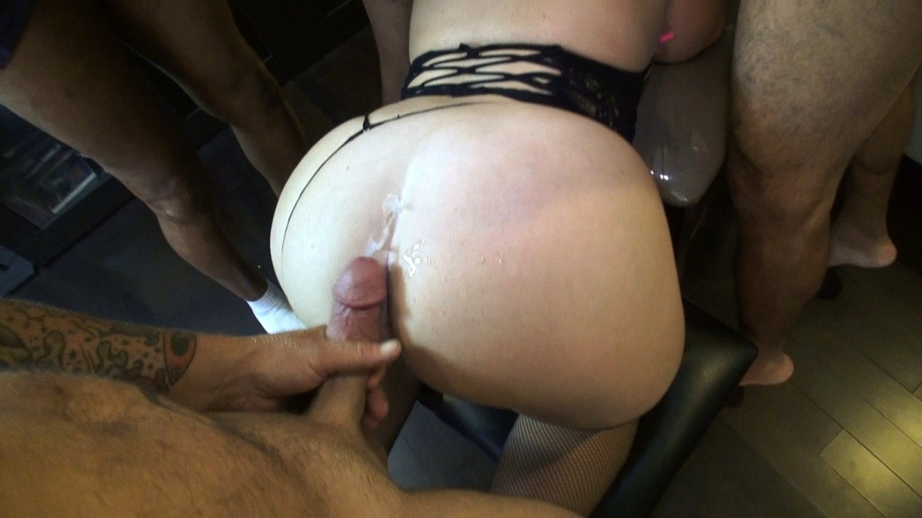 Using her hairy asscrack to cum while she sleeps