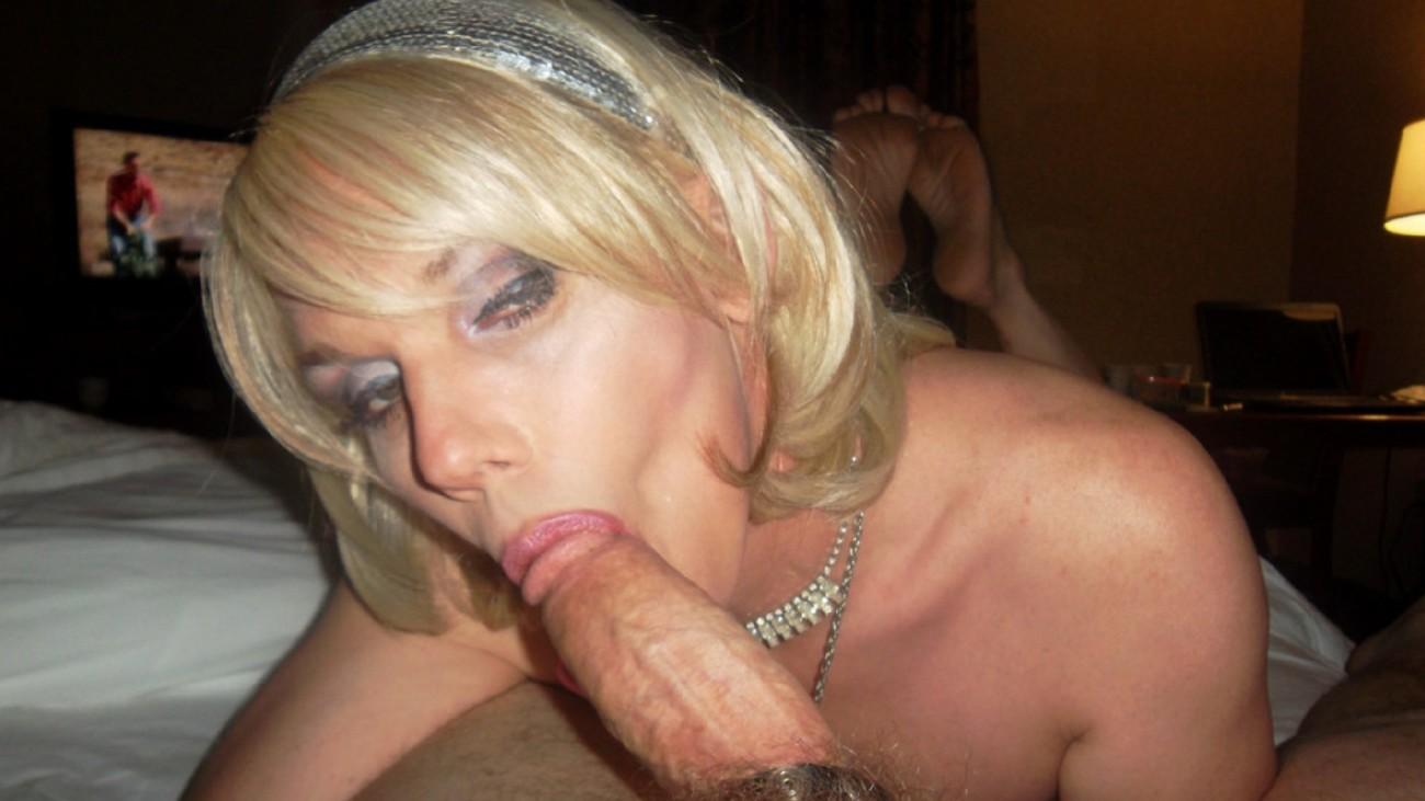Two Crossdressers Sucking Cock, Free Gay Cock Porn Photo Eb