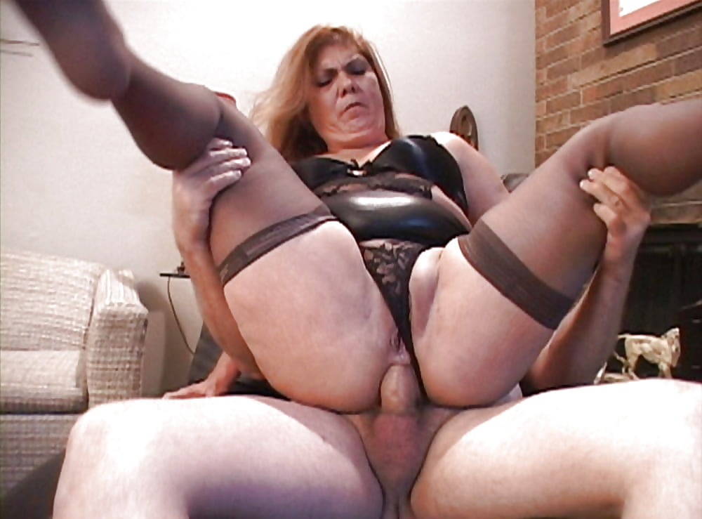 Chubby cougar in nylons