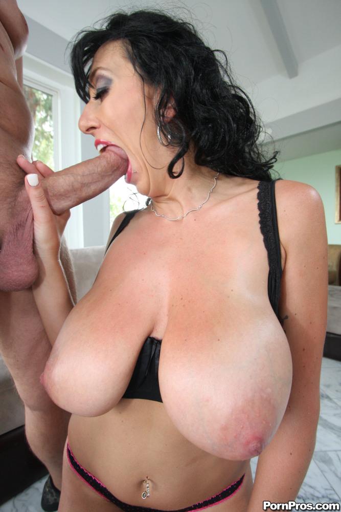 Free porn big tits mom pics