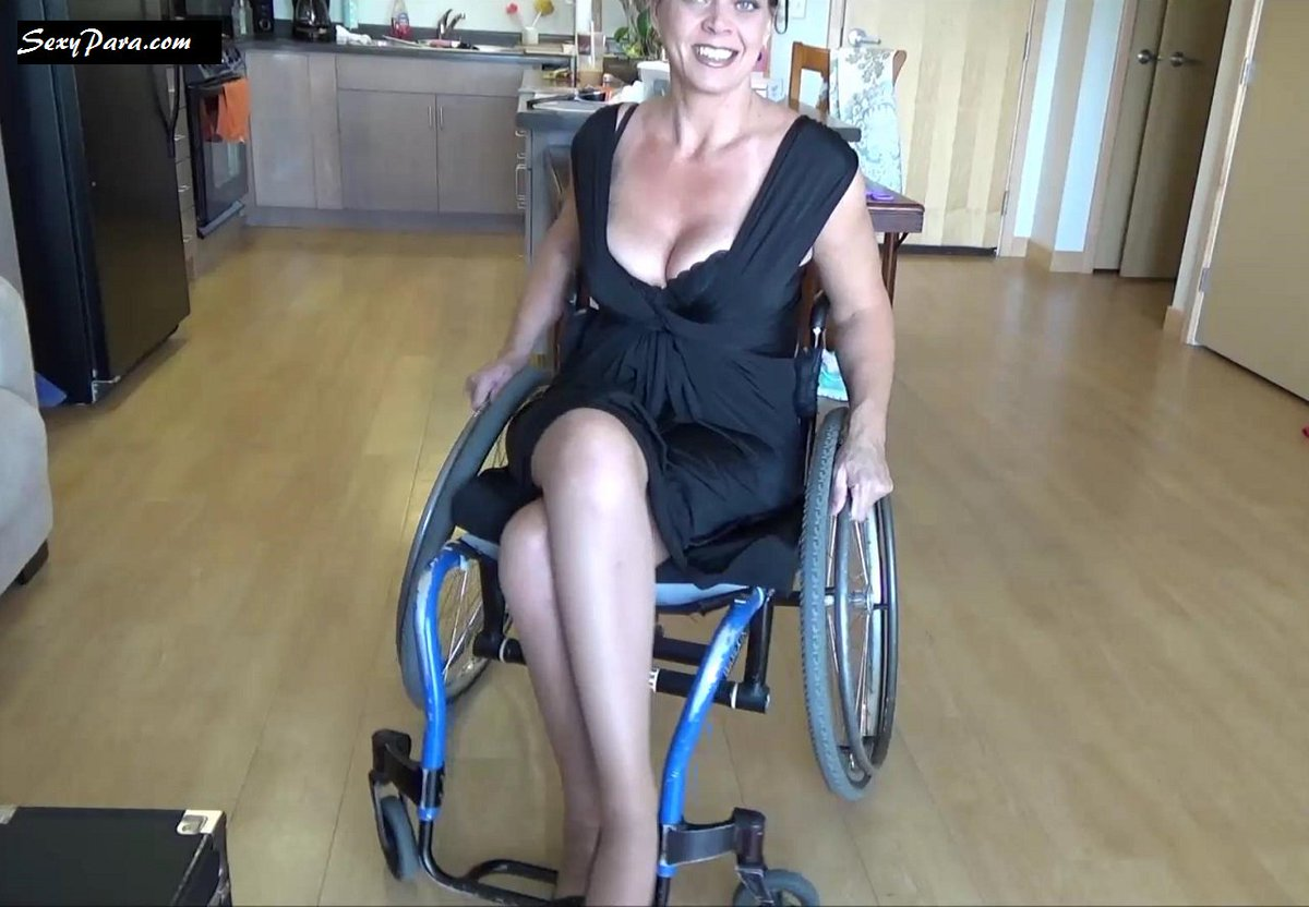 Horny older amputee woman has sex with a young guy in a wheelchair