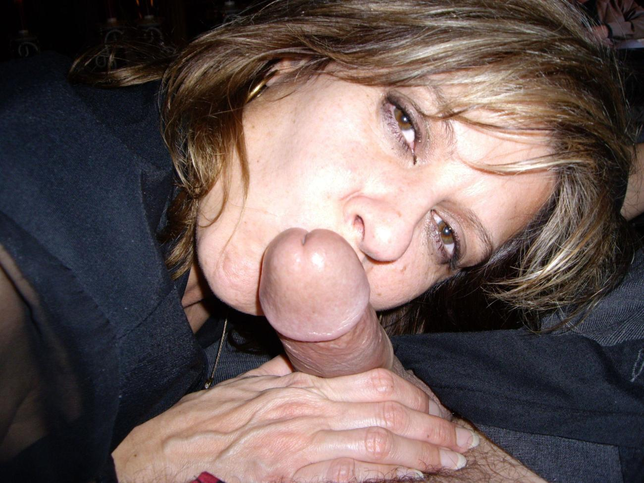 Swinging wife gives blowjobs