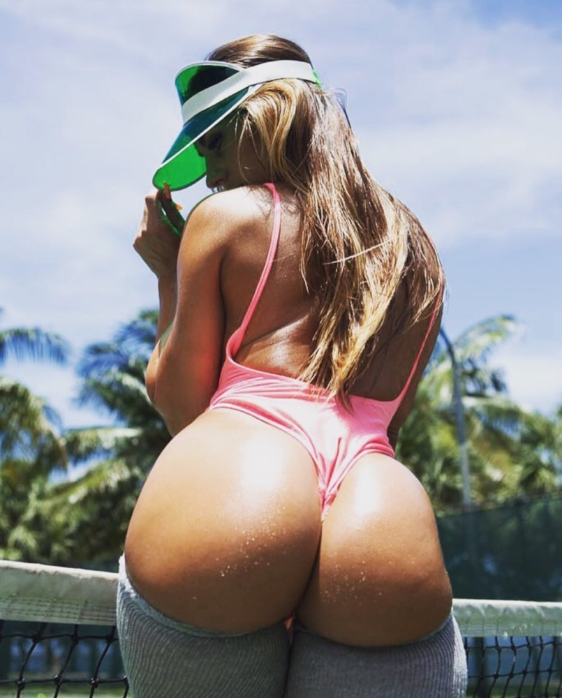 Round Big White Butt On Webcam