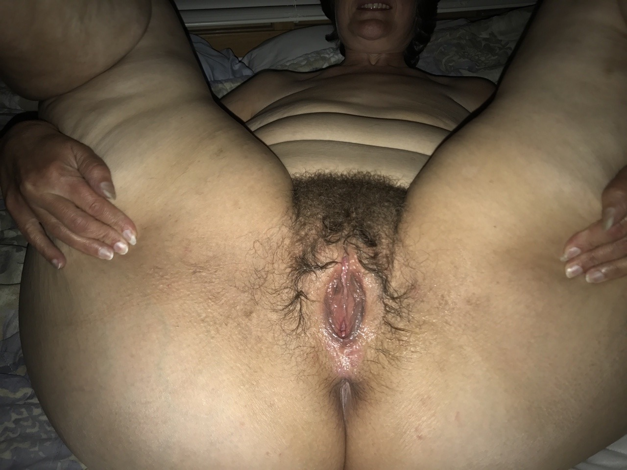 Chubby hairy pussy pissing