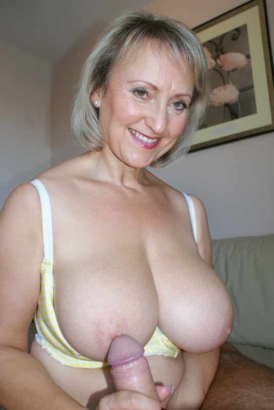 Huge Fake Boobs Of Hot Milf Billi Bardot