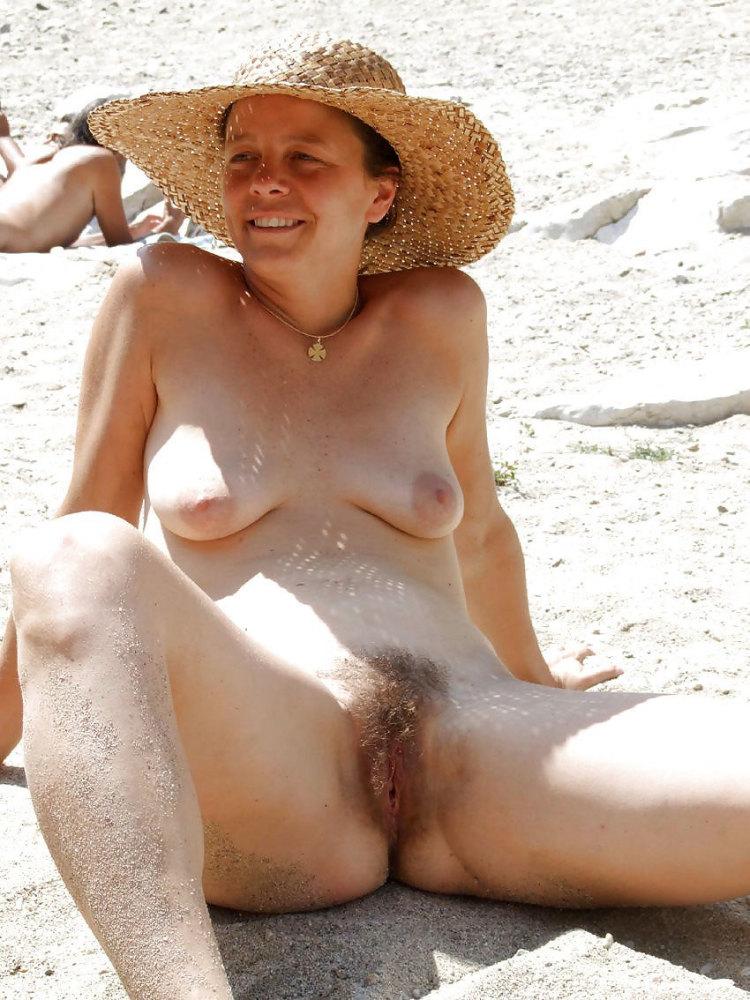 Mature pussy nudists