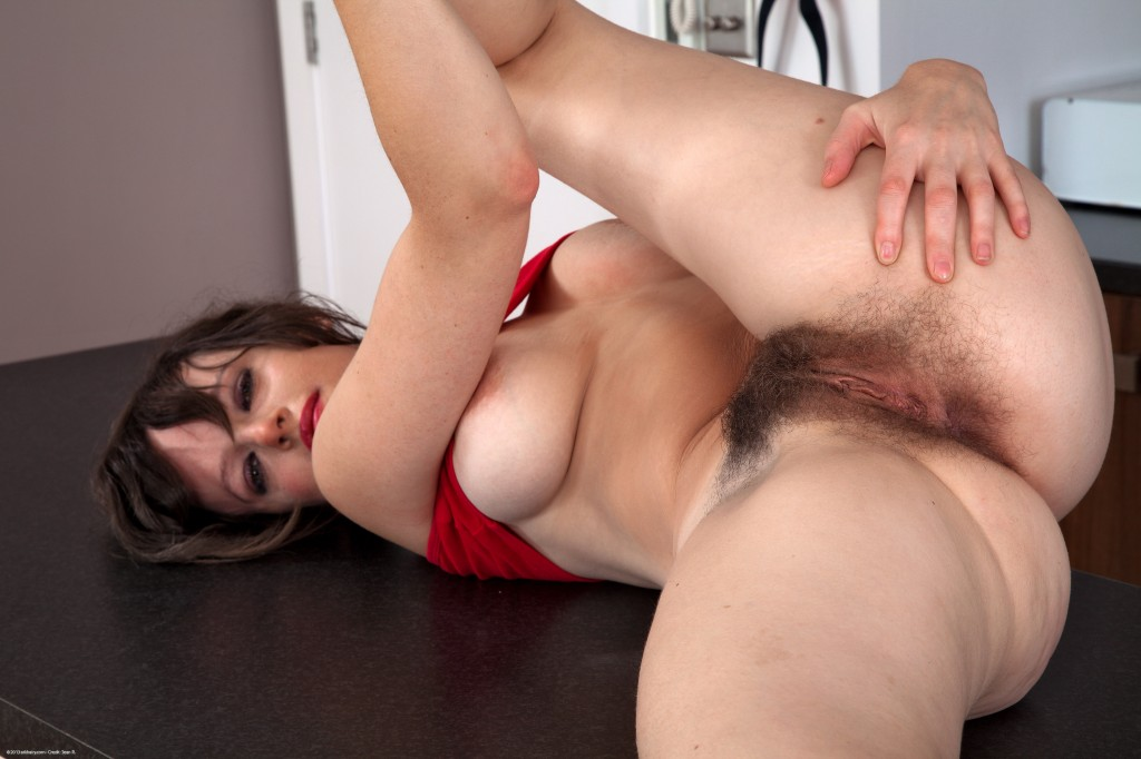 Mature with hairy pussy pictures — photo 9