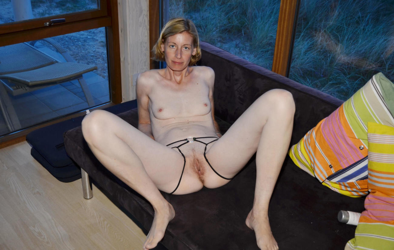 Free porn mature pics of skinny blonde miss with smooth puss
