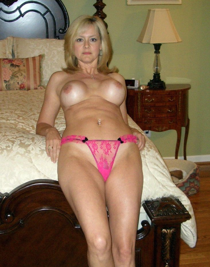 Busty MILF cougar posted photos of her perfect tits