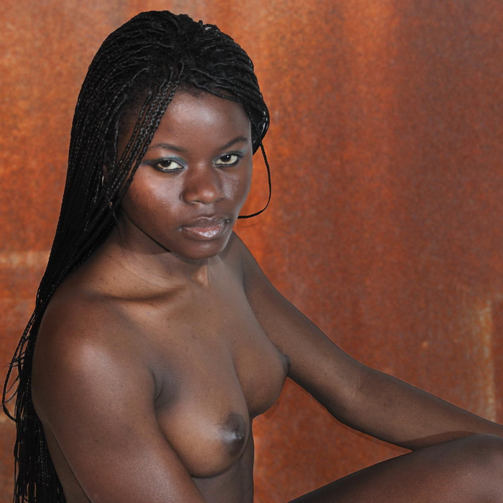 Nigerian girl goes all nude for a boy in a party