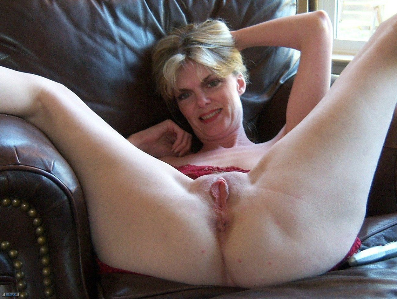 Naked Older Woman With Glasses Puts Cd On Her Shaved Pussy