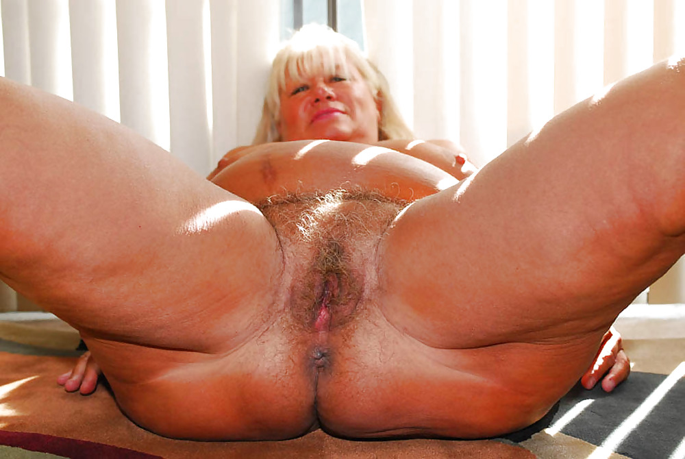 A glorious granny gets her loose holes stuffed