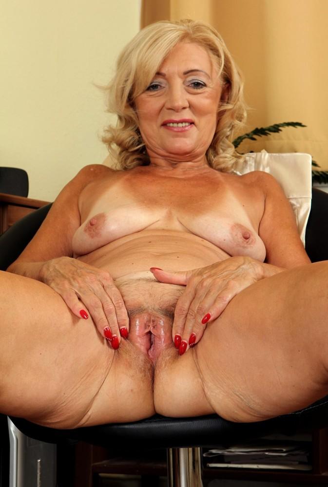 Amazing Older Lady Pussy Pics