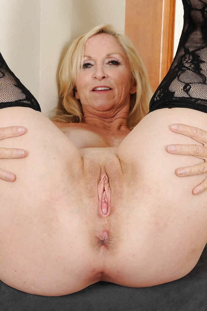 Handsome White Mature Pussy