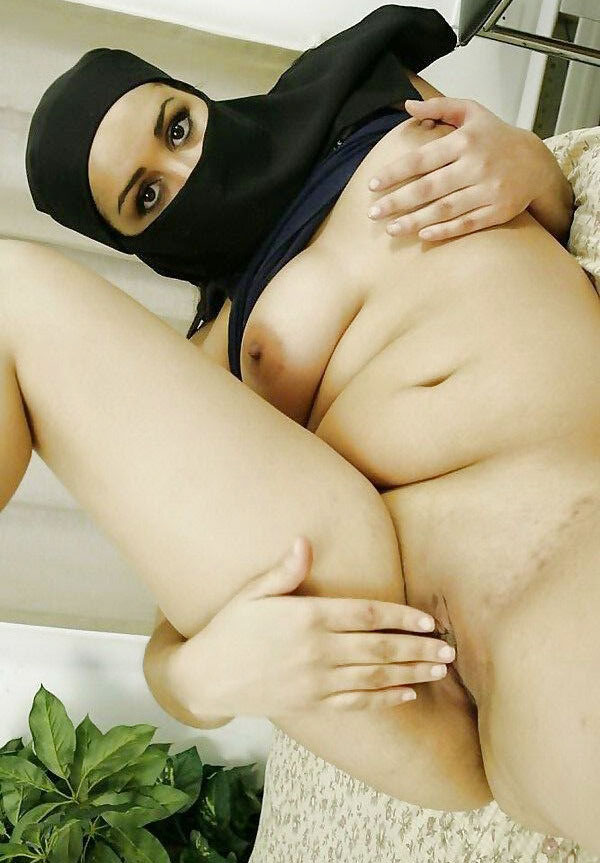 Nude arabic women having sex — img 4