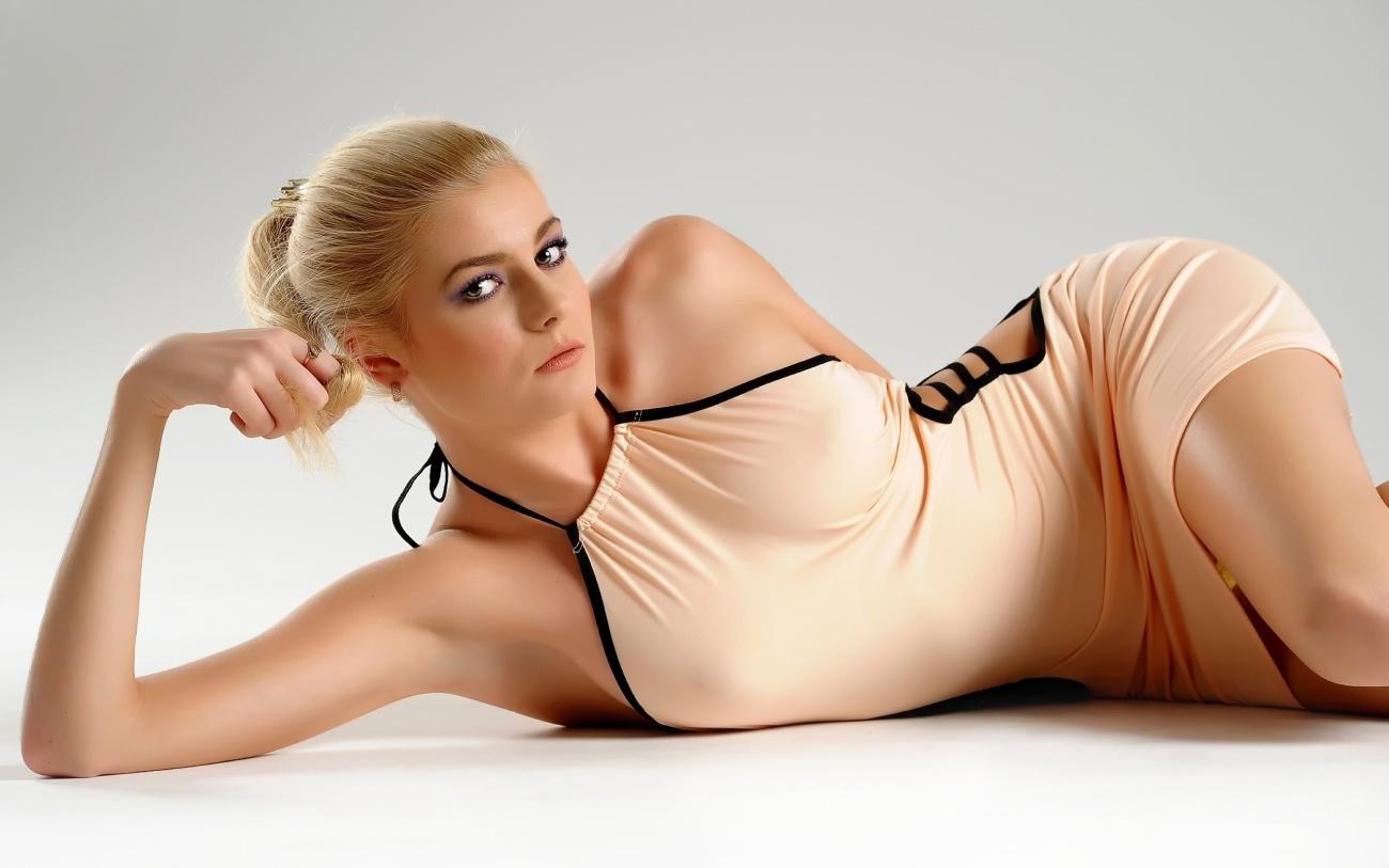Sexy lady bare