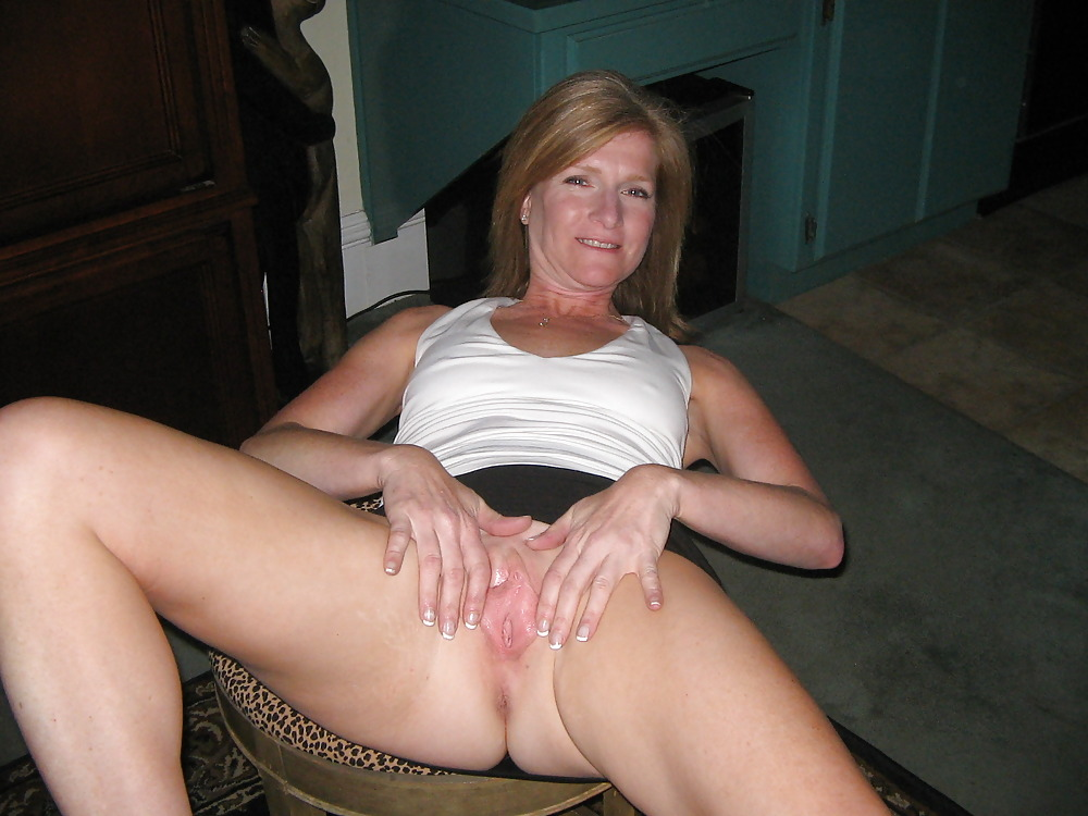 Amateur housewife spread pussy