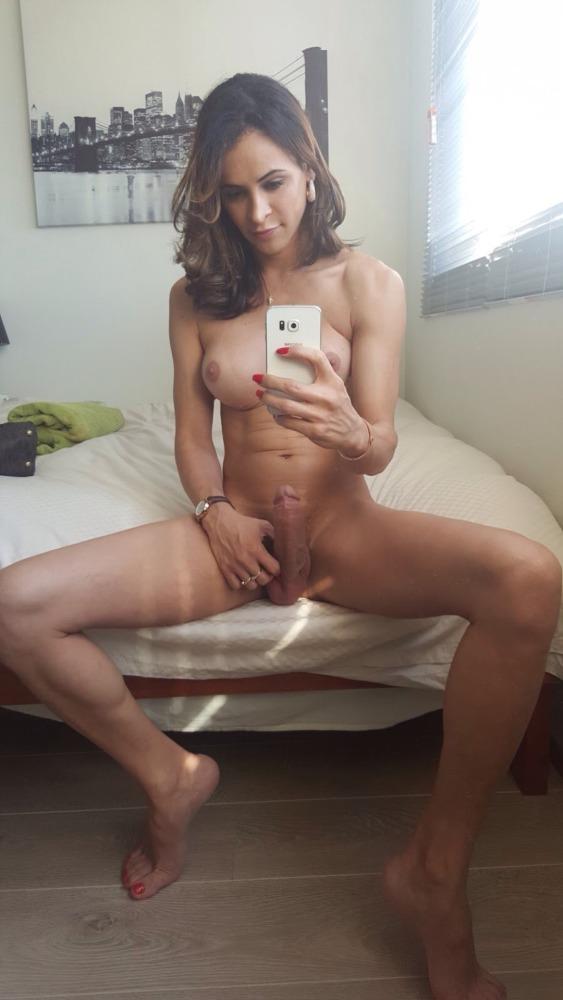 Trap nude selfies