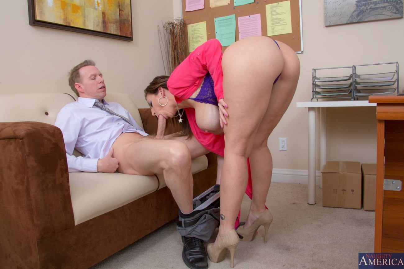Mature With Hot Boobies Taking Part In Hardcore Sex Photo In Office