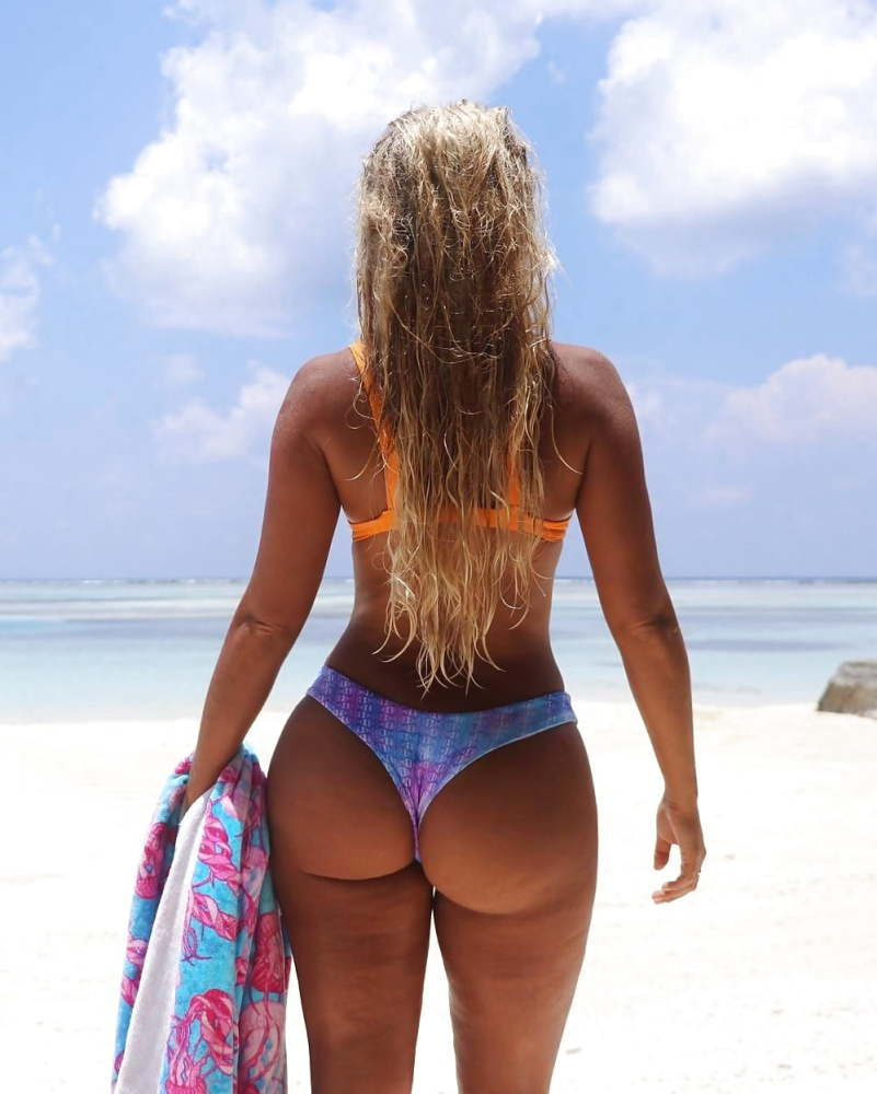 Thong bikinis women their asses