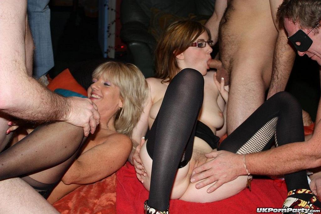 Gangbanging Patricia In A Libertines Club Nunuporn Xxx Porn Pics