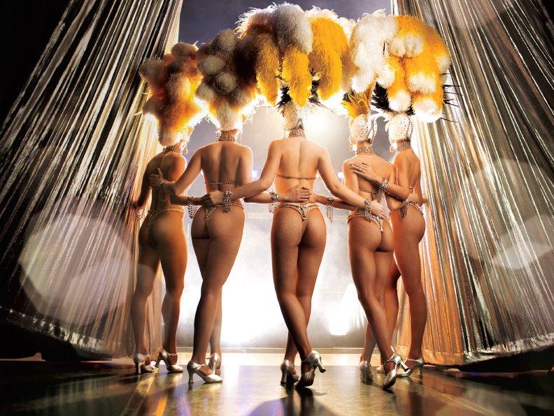 Show girl nude dancing