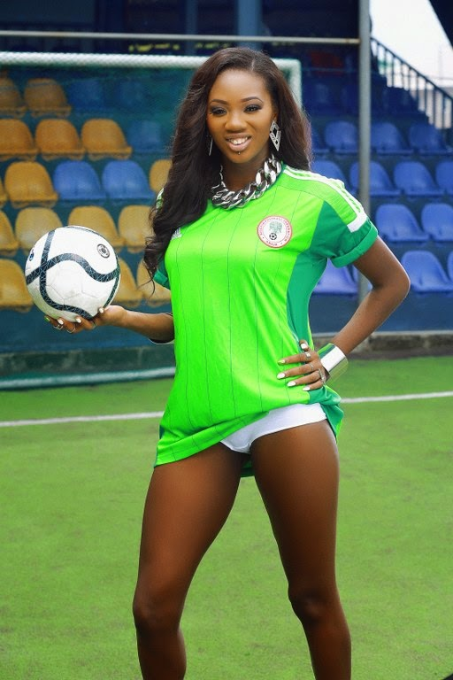 Sexy Omo London Shows Support For The Super Eagles